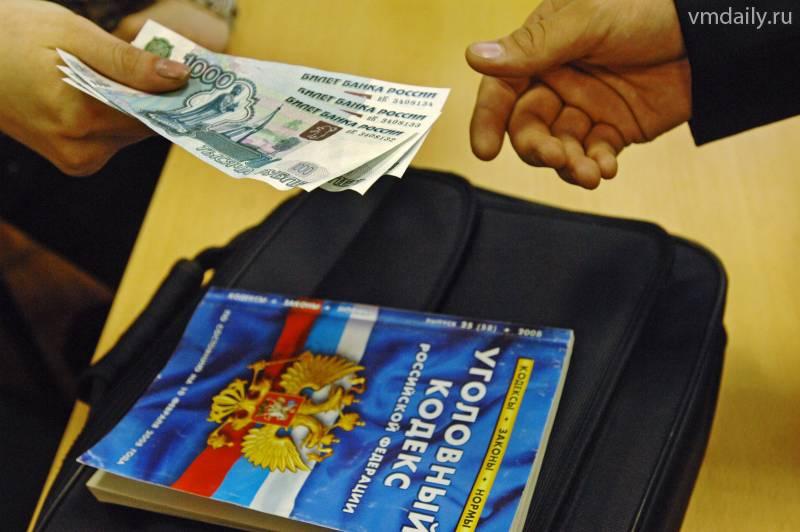 Служащий госпредприятия попался на торговле картами