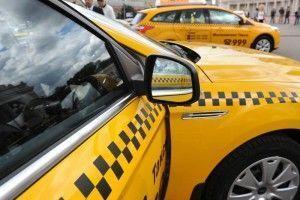 Желтые такси решили пустить на выделенные полосы.