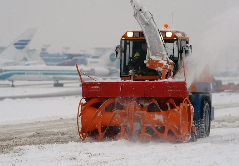 Улицы отчищают от снега по регламенту Москвы