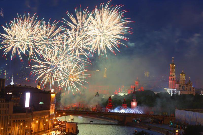 День Победы в Троицке отметили концертом и салютом