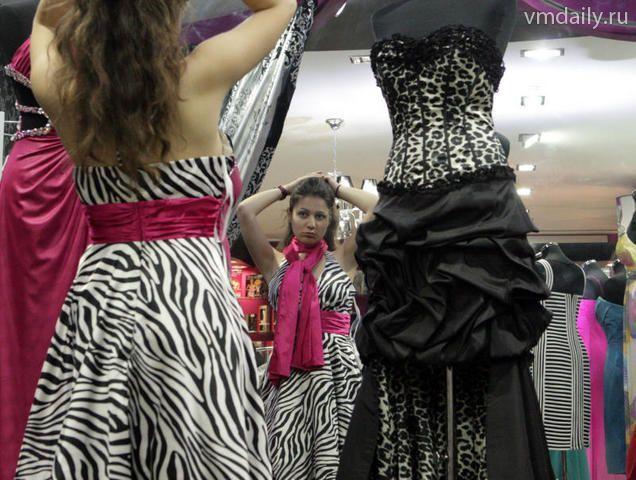 Центры соцзащиты собирают новые наряды для выпускников