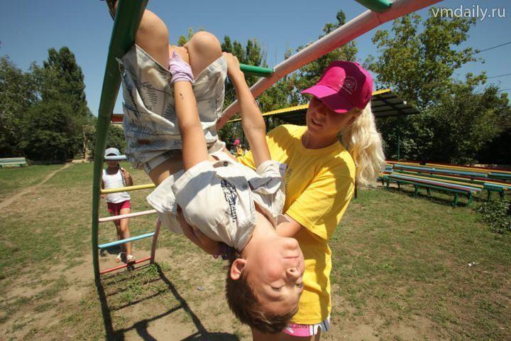 Детям начали выдавать путевки на летний отдых