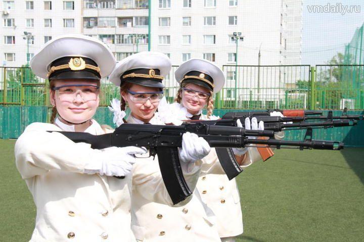 Форма военных девушкам к лицу