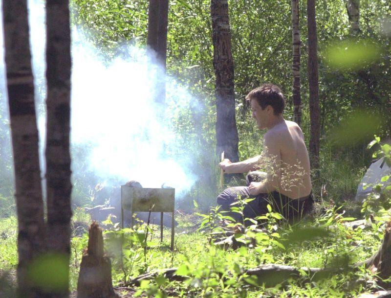 Разводить костер и жарить шашлык запретили