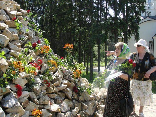 На Бутовском полигоне зажгли свечи памяти