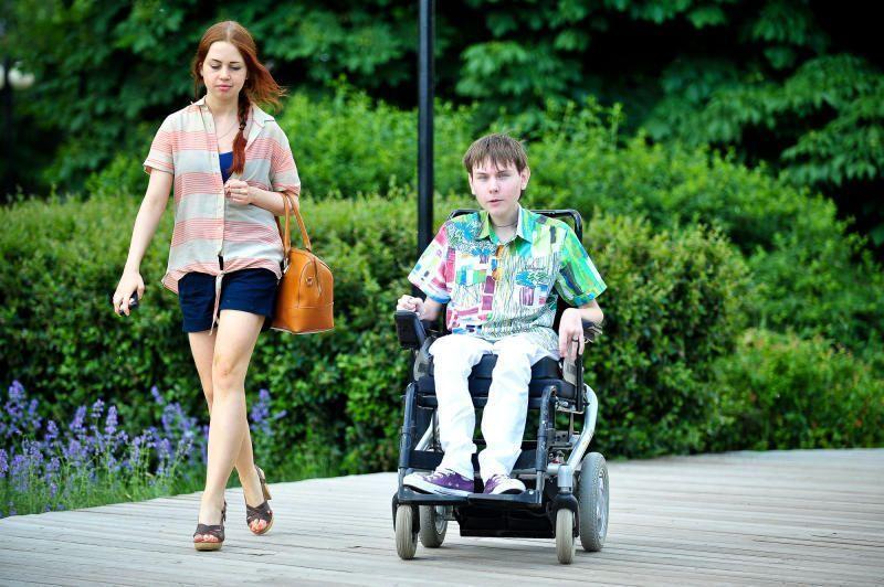 Качели для маломобильных детей: первый опыт