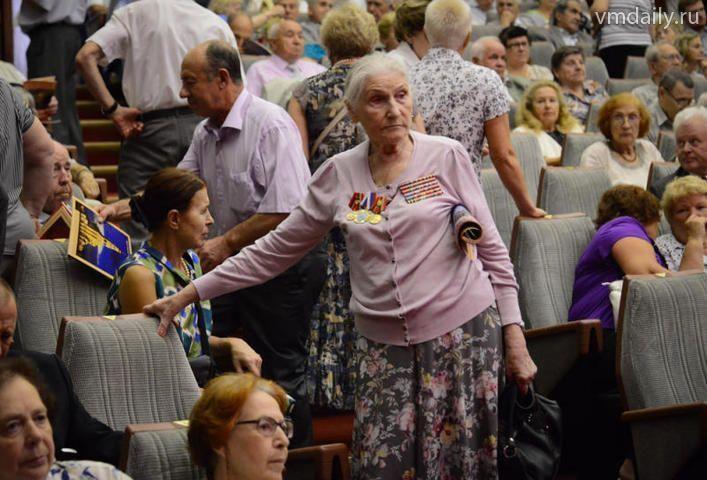Соцработники не дают скучать пенсионерам
