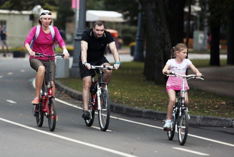 Чтобы кататься по новому парку москвичи покупают велосипеды