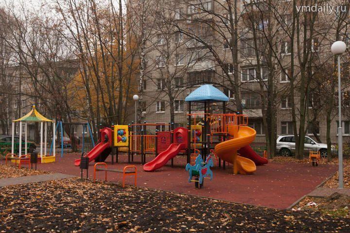 На детской площадке Щербинки появится резиновое покрытие