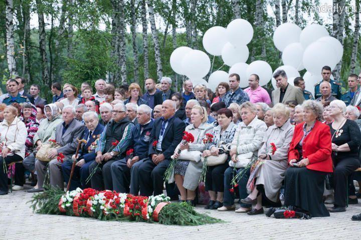 В поселении Роговское открыли мемориал из двух боевых танков