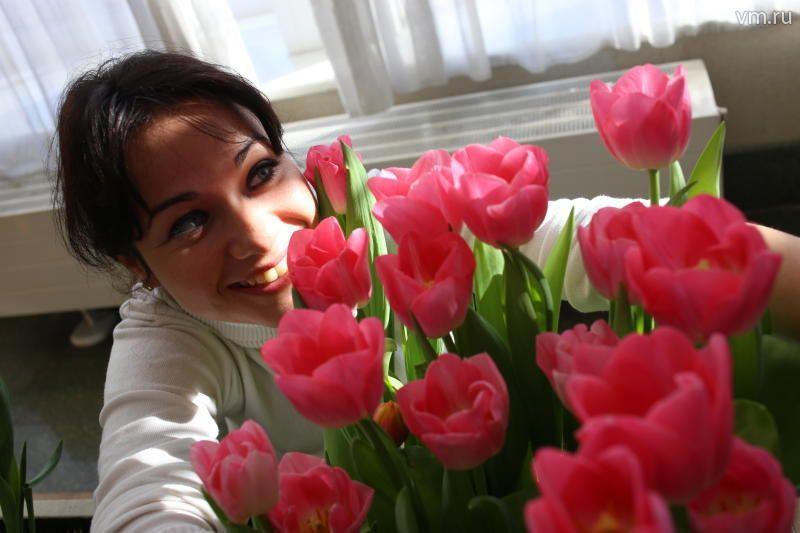 В Новофедовском поселении дамам дарили цветы