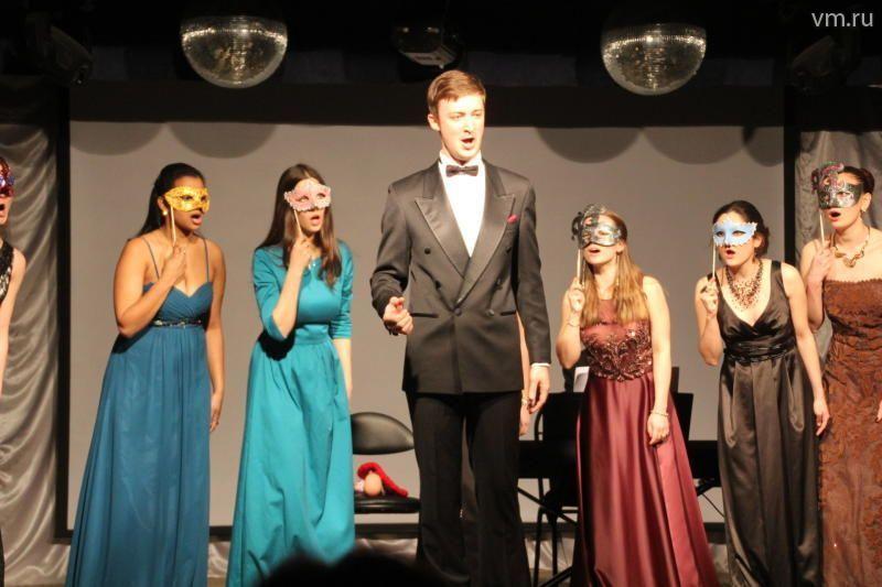 «Звезды» поют для новых москвичей бесплатно