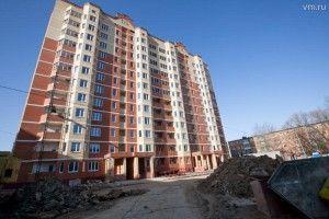 27 февраля 2014 года. 13.40 Поселок Знамя Октября. Сначала нужно убрать строительныймусор, а затем — благоустройство.