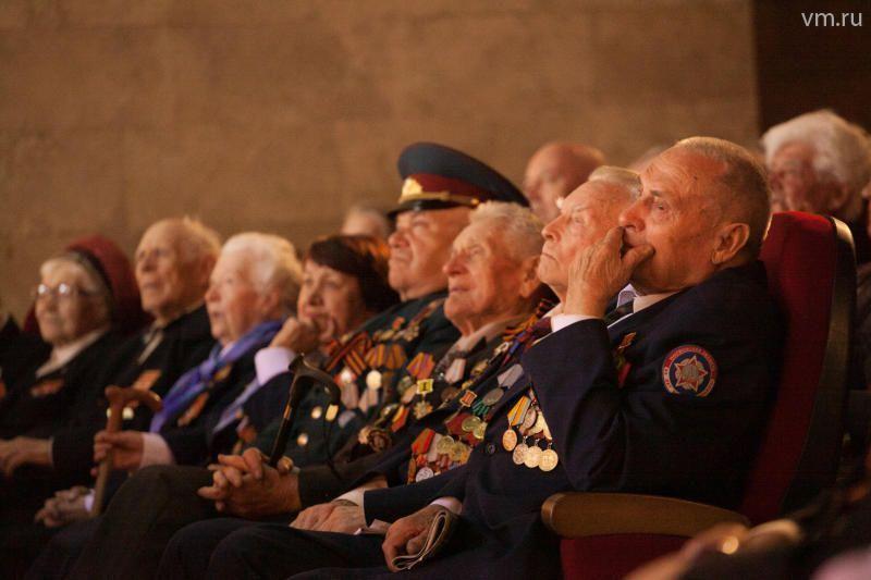 Тружеников тыла поселения Рязановское поздравили на дому