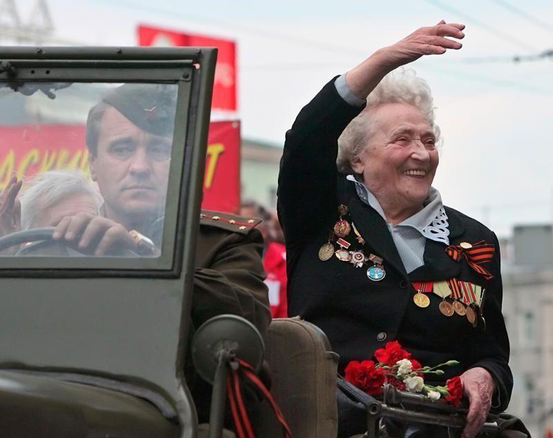 Глава поселения Роговское поздравил ветерана на дому