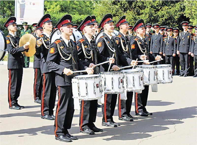 Военные музыканты простились с альма-матер