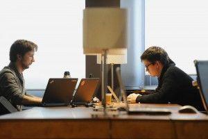 Коворкинг оборудован необходимой для работы техникой, есть кабинеты для переговоров, лекций, семинаров, доступ в Интернет.