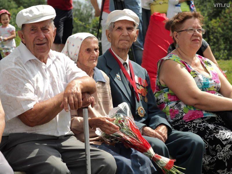Молодоженов прошлого века поздравили с Днем любви, семьи и верности