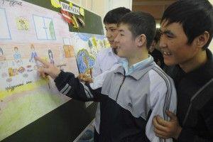 На уроке в школе русского языка для иностранных граждан