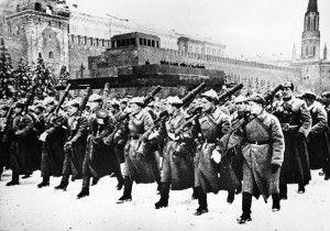 В параде участвовали артиллерия, пехота, конница, танкисты