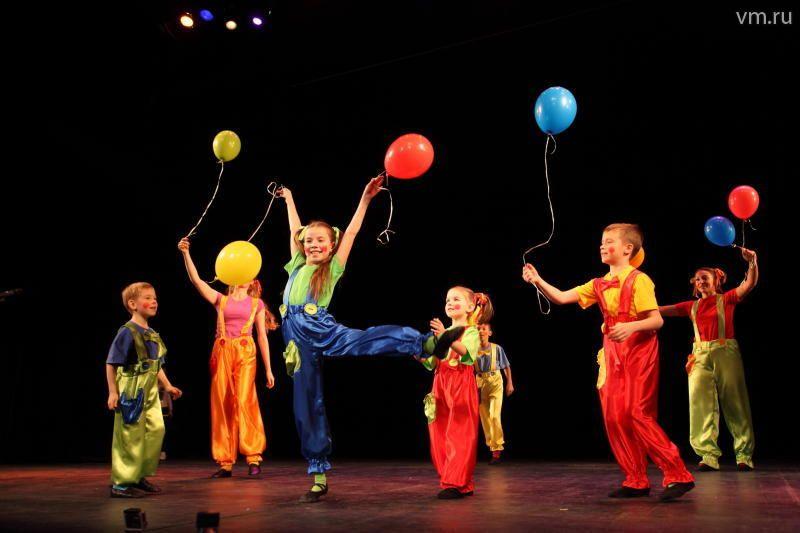 Театральный коллектив «Праздник» выступил в поселении Рязановское с отчетным концертом