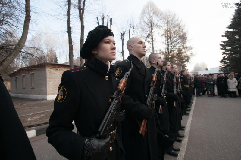 У армии - женское лицо