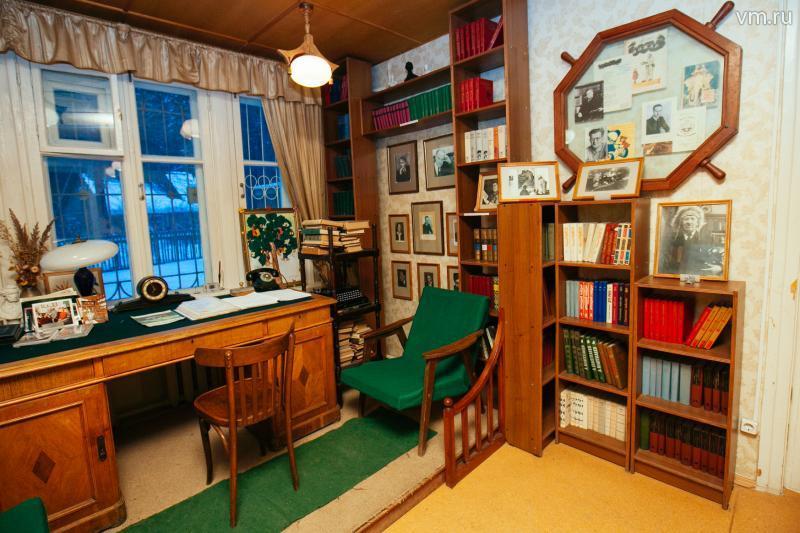 Библиотека прямо в доме