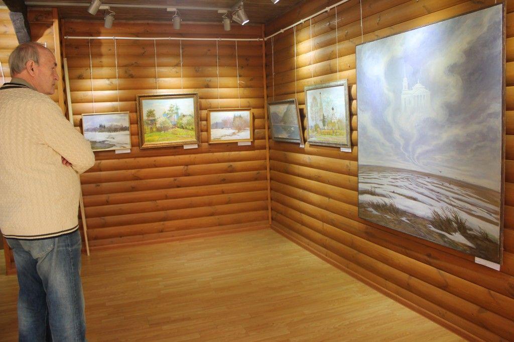 Жители поселения Воскресенское посетили художественную выставку Нелли Крапивенцевой
