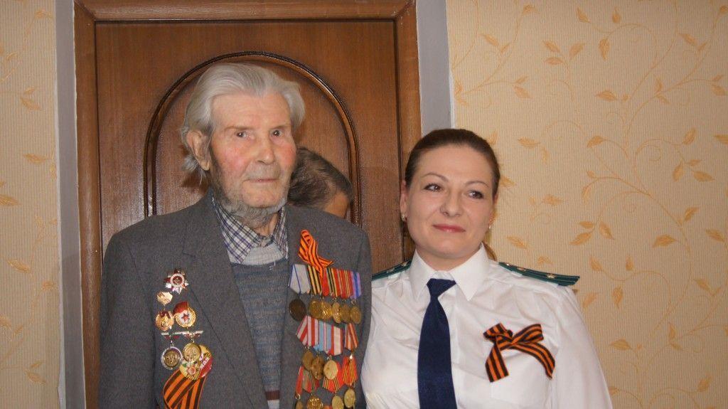 Администрация и прокуратура поселения Марушкинское поздравили ветерана