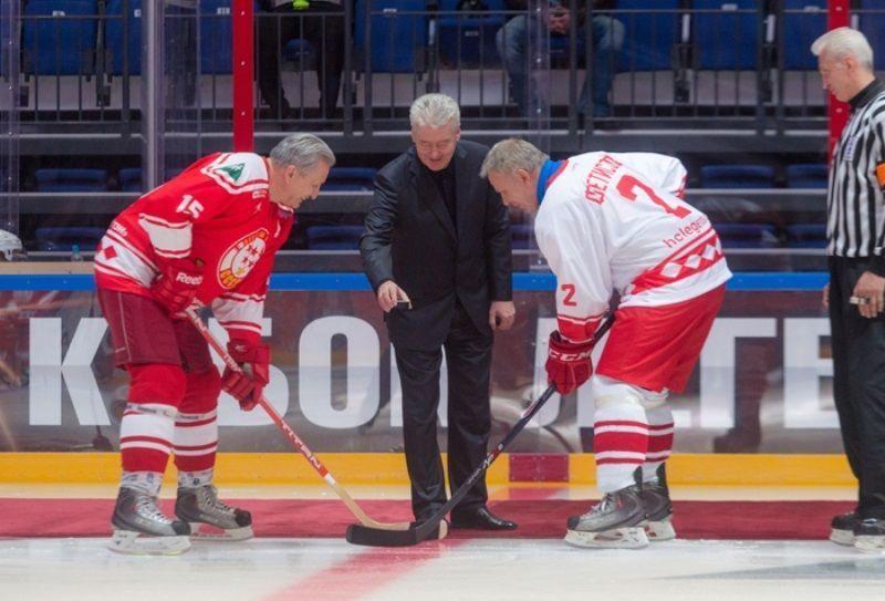 Сергей Собянин дал старт гала-матчу ветеранов хоккея в рамках турнира