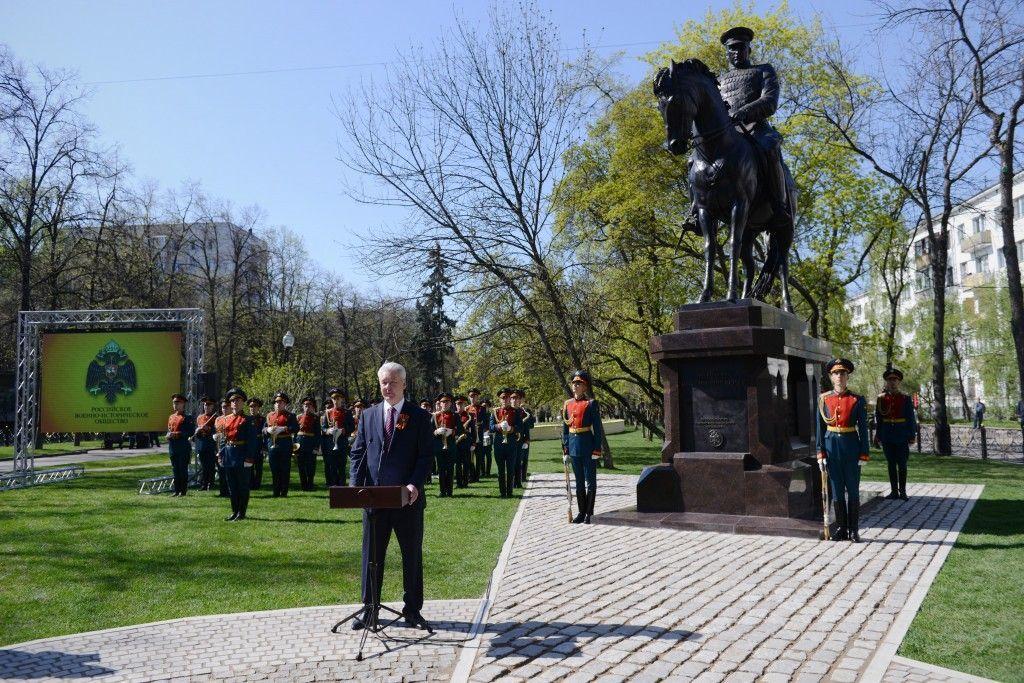 Медведев и Собянин провели церемонию открытия памятника Маршалу Рокоссовскому