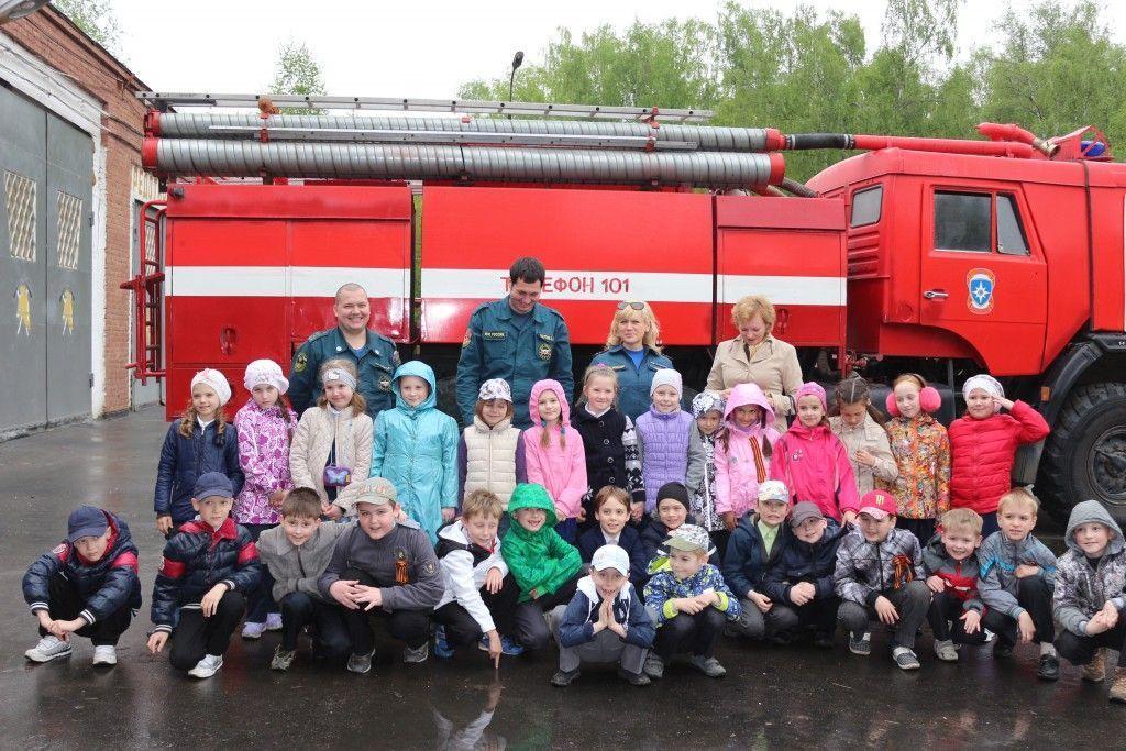 Сотрудники МЧС устроили для троицких школьников экскурсию