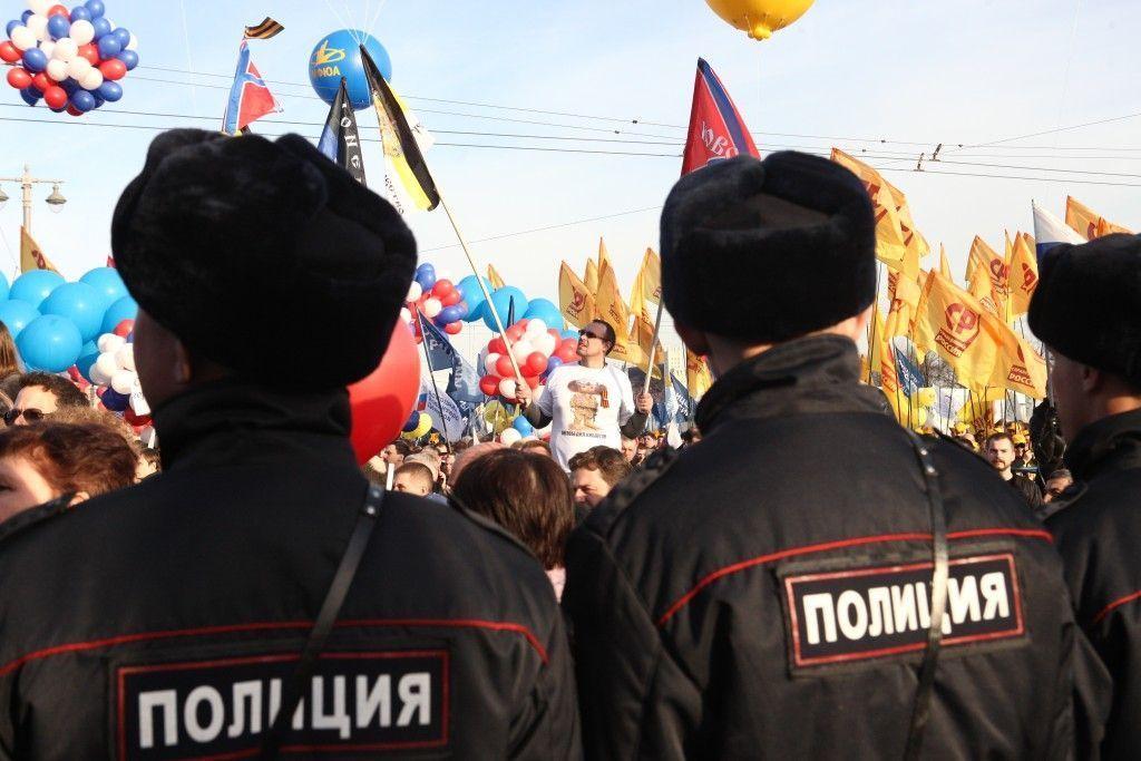 Полицейские Троицка возложили цветы к памятнику милиционерам столицы, не вернувшимся с войны