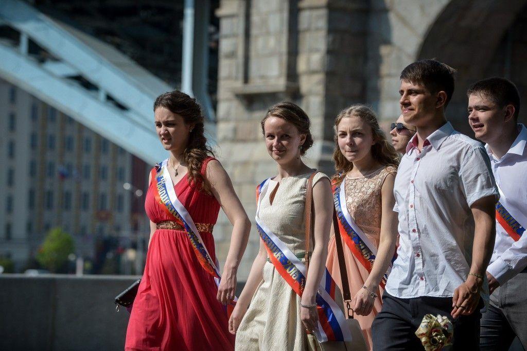 Выпускной бал отпраздновали более 50 тысяч москвичей