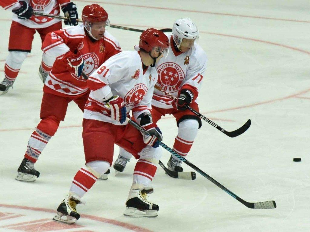 Щербинские «Стерхи» выиграли кубок хоккейного турнира «Юный патриот»