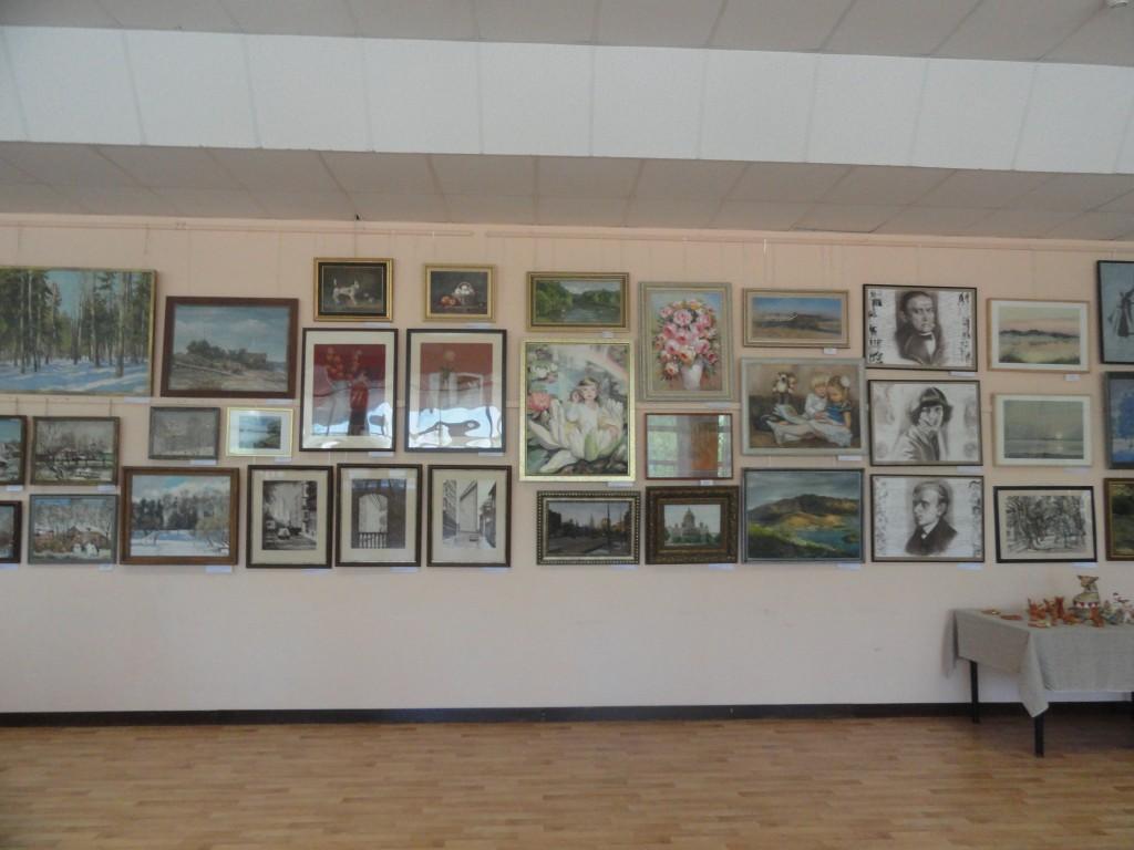 В Красной Пахре открылась передвижная выставка картин и прикладного искусства