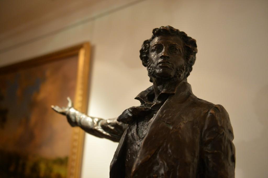 В музее-усадьбе «Остафьево» открылась выставка гравюр Валерия Покатова