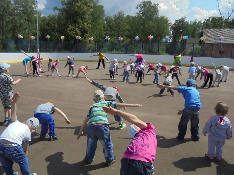 В поселке Остафьево провели массовую зарядку для ребят
