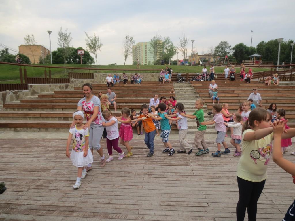 Более 40 человек посетили танцевальные мастер-классы в марушкинском парке «Ручеек»