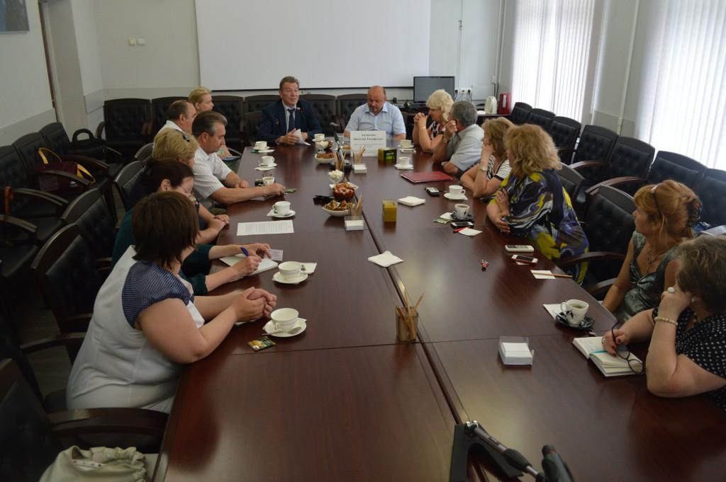 Жители Троицка познакомились с депутатом Госдумы Николаем Антошкиным