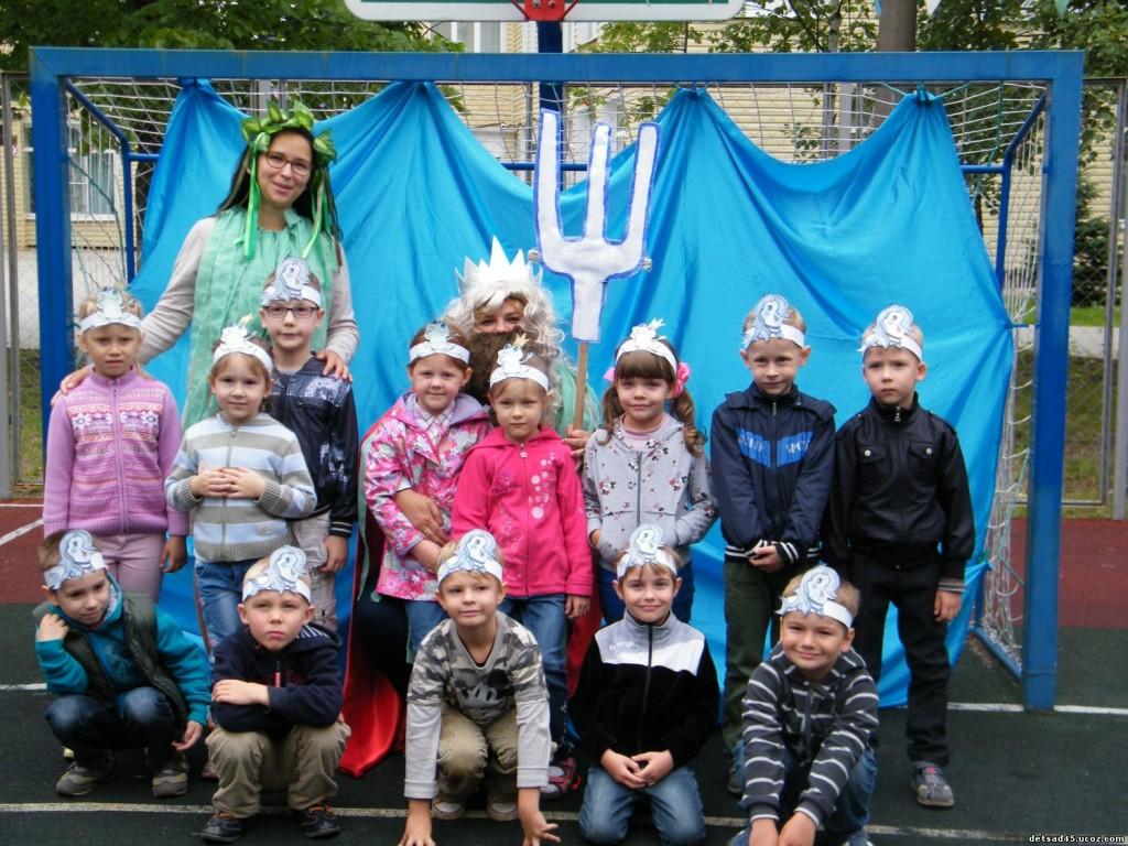Детсадовцы из поселения Киевский сыграли в водные игры с русалками и Нептуном
