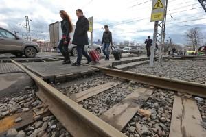 02,04,2015 Модернизация транспортной системы и прокладка коммуникаций. На снимке: железнодорожный переезд в Щербинке.