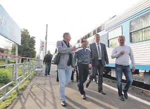 18 июля 2015 года 6:40. Префект ТиНАО Дмитрий Набокин начал совещание на станции Кресты