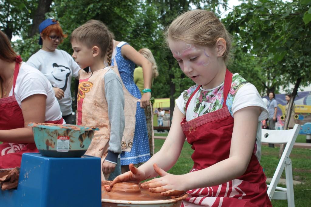 Жителей поселения Внуковское научили гончарному мастерству