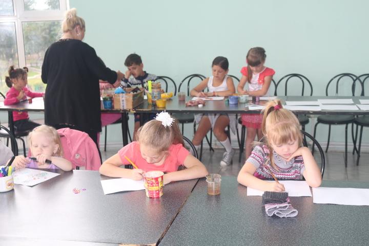 Рисунки юных воспитанников краснопахорского дома культуры появятся на выставке