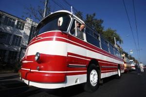 Парад автобусов в честь 90-летия московского автобуса