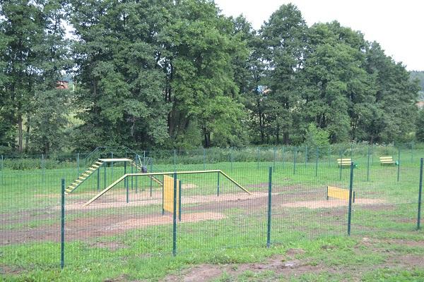 В Роговском появилась площадка для выгула собак