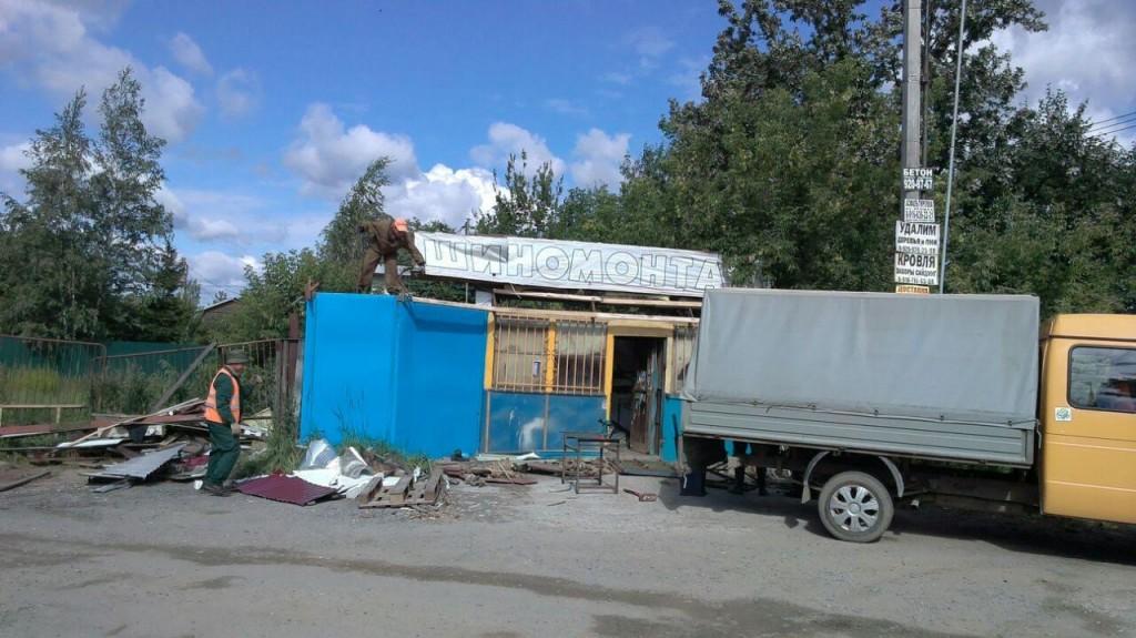 В Марушкинском снесли незаконную автомастерскую