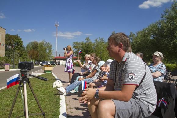 «Единая Россия» провела акцию в честь Дня флага в Краснопахорском