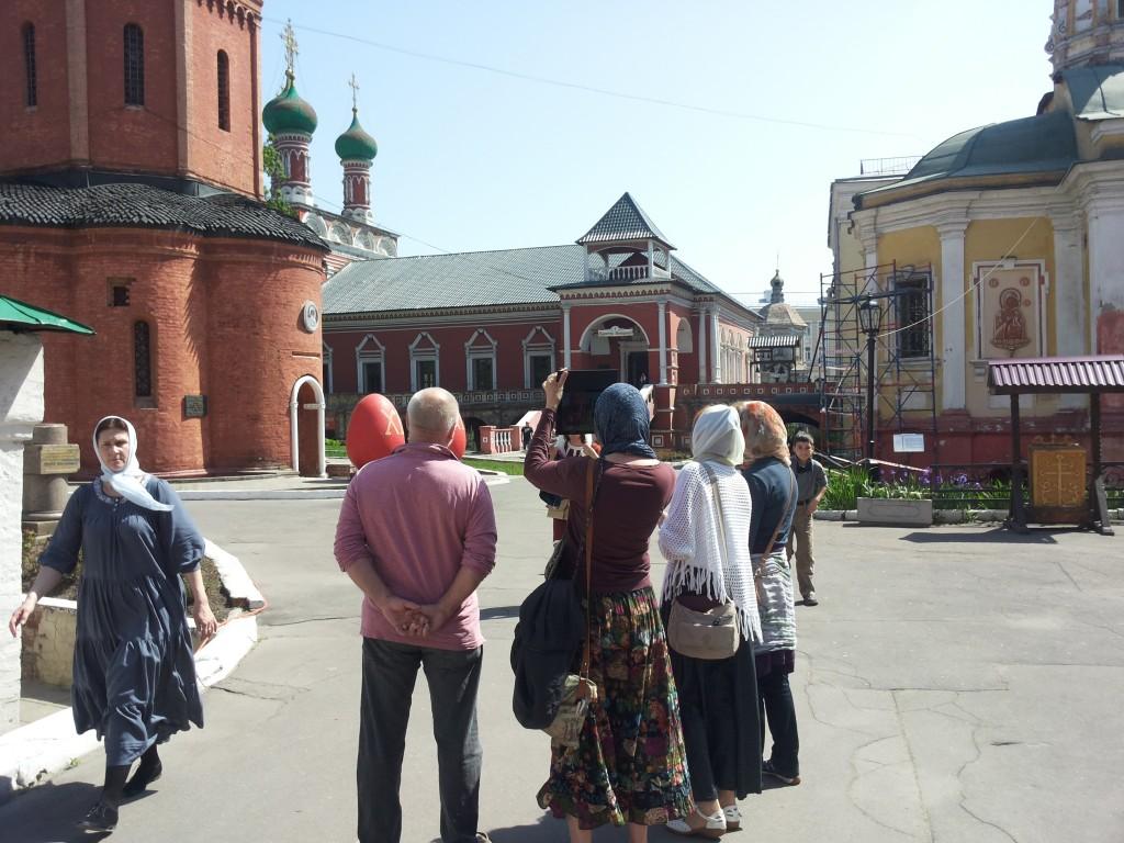 Пенсионеры из Московского посетили монастырь в Подмосковье